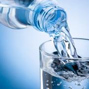 EXCLUSIV. O cunoscută apă minerală produsă în România a dispărut din hypermarketuri! Studiile spun că e la fel de pură ca Evian