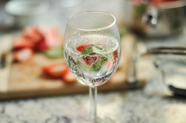Ultima modă: Apa se asortează cu mâncarea întocmai ca și vinul. Plată la pește și super-efervescentă la felurile grase