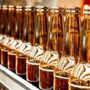De ce berea la PET are termenul de valabilitate mai mic decât cea la sticlă. Răspunsul te va face să studiezi mai atent eticheta