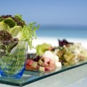 Mâncare de evitat pe plajă. Atenție, gustul și mirosul vă pot păcăli când e vorba de un aliment stricat!