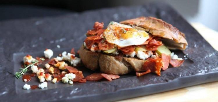 Cel mai bun sandwich – o bătălie câștigată cu salamul Chorizo de la Cris-Tim. Află rețeta cu care doi bloggeri i-au impresionat pe jurați!