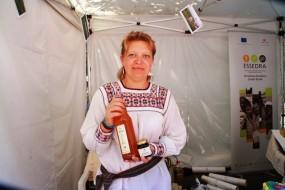 Sucul de aguridă, specific regiunii viticole Vrancea e făcut din strugri albi necopți