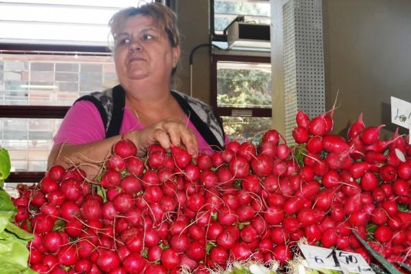 Kilogramul de ridichi se vinde cu 1.50 de lei la taraba Floarei Curt