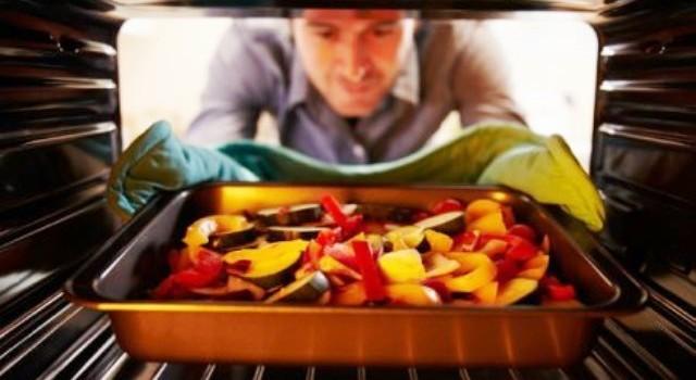 Cuptor pe gaz versus cuptor electric! Care sunt diferențele și care gătește cea mai bună mâncare?