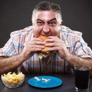 Au făcut diabet după șapte zile de dietă americană! Șase bărbați au mâncat peste 6000 de calorii pe zi în cadrul unui experiment cu rezultate dramatice