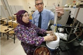 Cercetătorii Fathia Saleh Mohammed și Essam Zubaidy