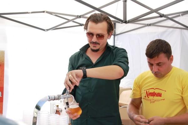 La RuralFest, berea nemțeana s-a vândut cu 5 lei paharul de 400 ml sau 6 lei sticla de 500 ml