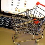 Sfat util pentru cumpărăturile online: Citiți comentariile de pe site sau forumuri!