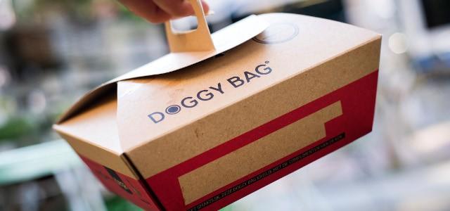 """Profesioniştii francezi din HoReCa vor să reducă risipa cu ajutorul """"doggy bag""""-urilor"""