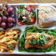 """Mâncarea servită elevilor în lume – o să îți lase gura apă și te va face să îți dorești să te întorci pe băncile școlii. Atenție! Poze """"delicioase"""""""