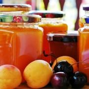 Dulceața de fructe, plăcerea copilăriei care de fapt ne asigură supradoza de zahăr de ani buni poate fi făcută doar cu îndulcitori din surse naturale