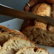 Pâinea cu maia, un aliat în lupta cu intoleranța la gluten. Sfaturile unui producător te vor ajuta să faci alegerea corectă