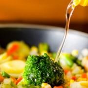 Cel mai bun ulei pentru gătit în funcție de bucatele pe care le pregătim în bucătărie