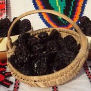 VIDEO: Secretul prunelor de Leleasca – fructele sunt deshidratate, nu afumate!