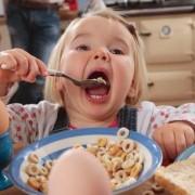 Ce conțin, de fapt, cerealele pentru copii! După ce vei citi acest articol vei renunța să îi mai dai copilului tău așa ceva!