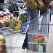 """Capcanele promoțiilor """"3 la preț de 1"""". Cum sunt păcăliți cumpărătorii care vor să facă economii, dar ajung să arunce mâncare la gunoi"""