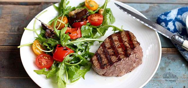 """Cristian Mărgărit, nutriționist: """"Lângă orice friptură trebuie pusă o salată"""". Află explicația!"""