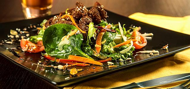 Salata: cum o transformăm dintr-o garnitură într-o masă completă